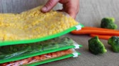 zíper : Bags of Frozen Vegetables. Freezing corn, carrots, green beans, chickpeas, currants In plastic bags