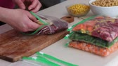 dona de casa : Once a month cooking. Preparing meals in advance Stock Footage