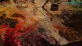 oleoso : Oil Painting Palette. A painter arranges and mixes paints Stock Footage