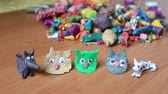 görüntüler : Boys are blinded by colored clay animal sculptures. Hedgehog, birds, bunny, cat