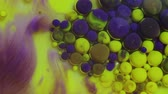 krople wody : Abstract colorful background. Yellow and violet paint. Multicolored colorful ink bubbles moving underwater closeup