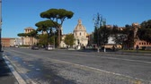 kolumny : Rome, Italy - March 21, 2018: The Via dei Fori Imperiali is a road in the center of the city of Rome, Italy
