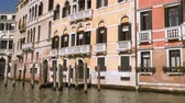 benátský : Buildings along the Grand Canal in Venice Italy