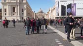 religie : Rome, Italy - March 22, 2018: Tourists of the Cathedral of St. Peter. St. Peters Cathedral of the Vatican Stockvideo