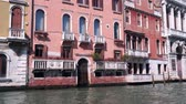 gondoliere : Architecture in Venice. View from a floating boat Filmati Stock