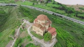 コー​​カサス : Aerial view of Jvari monastery near the Mtsheta, Georgia.