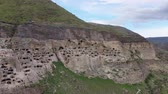 jaskinia : Vardzia is a cave monastery complex of the 12th-13th centuries in the south of Georgia, in Javakhetia. An outstanding monument of medieval Georgian architecture. Panoramic aerial view
