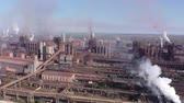 lucht vervuiling : Aerial view of a metallurgical plant. Environmental pollution. Stockvideo