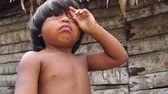 domorodý : Native child from Tupi Guarani Tribe, Brazil