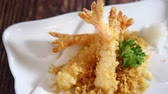 унаги : Japanese food: Tempura prawns served with Japanese cooked rice on table. Clean food concept. Стоковые видеозаписи