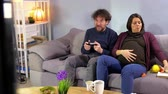 Pregnant woman desperate about husband addicted to videogames Stok Video