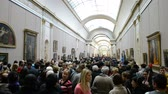 anêmona : People view the gallery paintings on January 02, 2014 in Louvre Museum, Paris, France. The Louvre is the most visited museum worldwide with 8,5 mln annual visitors.