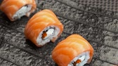 унаги : rolls with salmon spinning on the plate