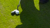 gramíneo : Game of golf. Putter and Golf ball on green grass. UHD video