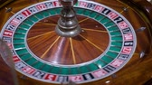 revendedor : Roulette table and croupiers hand. Full HD. Color Lut