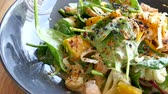 espinafre : Chicken salad with fresh vegetable