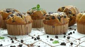 postres : Muffins de plátano con chispas de chocolate Archivo de Video
