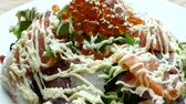 akşam yemeği : Sashimi salad - japanese food style Stok Video