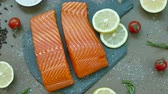 alimentos crus : Close Up Salmon Fillet