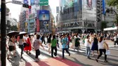 пешеход : TOKYO - JAPAN, JULY 29, 2018 : People walking the Shibuya crossing