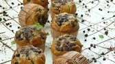 торт : Muffins banana chocolate chip Стоковые видеозаписи