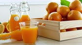 witaminy : Fresh orange juice in the glass Wideo