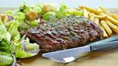 бифштекс : Grill pork rip steak with vegetable