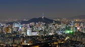 financieel : 4K Time lapse Bouw van de skyline van Seoul met Seoul tower in Zuid-Korea