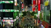 развлечения : A lot of people walking at Kabukicho and Shinjuku area in tokyo japan