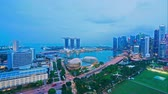 crepúsculo : Beautiful Time lapse Singapore city skyline and view of Marina Bay Sands Vídeos