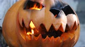 terrível : Halloween. Glowing pumpkin.
