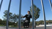 construir : Skater in a suit rides a ramp in skate park, close up view