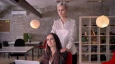svést : Young blonde lesbian massaging woman in modern office during working, two homosexual women, relaxing