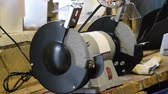 tření : Grinding wheels grinding machine. Electric sharpened. Type of equipment for sharpening tools.