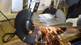 fricção : Sharpening a shovel on a grinding machine. Electric sharpened.