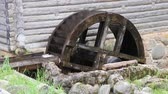 silnik : Water mill the water wheel rotates Wideo