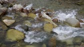 püresi : Detail river with rocks and strong current of water, conveying feelings of strength and energy. Sound