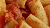 kısa : Rigatoni with sauce
