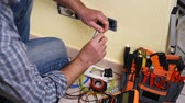 installateur : Electrician technician worker preparing the electric cable in a residential electrical system. Construction industry. Building. Footage. Stockvideo