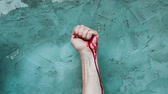 a construção do corpo : Hand is compressed so much that is bleeding