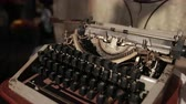 вылеплены : an old typewriter, which stands on table with white knitted tablecloth, close-up, slow motion Стоковые видеозаписи