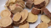 высушенный : Chinese herb medicine of Glycyrrhizae Radix et Rhizoma or Liquorice Root rotating close up