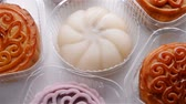 kombinace : top view traditional and morden style moon cakes rotating close up