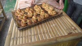 kruvasan : Fresh-baked golden croissants on baking tray