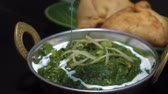 jedzenie : Prepared palak paneer dish with cream, Indian cuisine