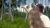 キス : Romantic Couple Kissing in Palm Grove