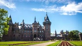 General view of the Castle de Haar - the largest castle in the Netherlands. It was built by the master of the Dutch Neo-Gothic by Kuipers for members of the Rothschild family. 4K Time Lapse Footage. Vidéos Libres De Droits