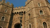 monarşi : Panoramic sweeping view of the Windsor Castle entrance in Berkshire, UK