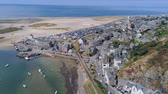 cerceta : Aerial view, landing down move. Drone panorama over sea, harbor, beach and old city of Barmouth, Wales