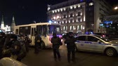 política : A police bus and a police car near the Kremlin at the time of the opposition action